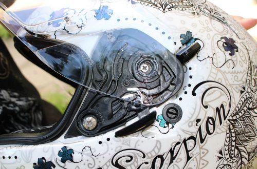 Coloriage casque de moto